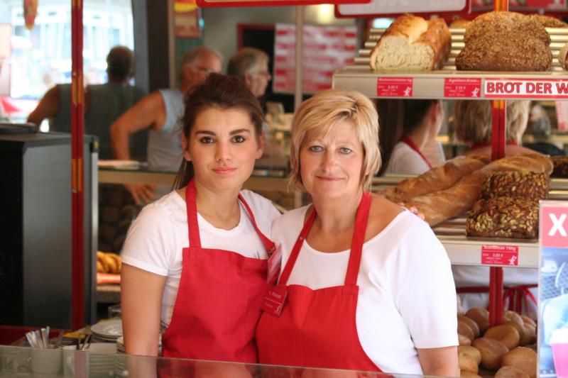Bäckereiverkauf, geringfügig Beschäftigte auf der Strassburger Strasse in Oberhausen (Möbelstadt Rück XXL) Werktags