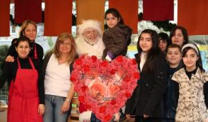 2008 - der Nikolaus ist in Duisburg-Beeck. Multi-Kulti war vorgestern. Er zeigt wie man verschiedene Religionen verbindet.