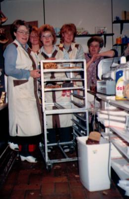 Die kleine Besetzung der Alstadener Straße 137 im jahre 1986. v.r. Frau van Bree, Frau Sandra Dausner, Martina, unbekannt, Frau Walden
